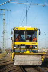 Berlin  Deutschland  Bahnmotorwagen fuer die Instandhaltung des Schienennetzes