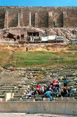 Touristen beim Dionysos-Theater  Athen