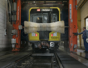 U-Bahn in der Waschanlage