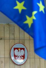 Oppeln  Polen  EU-Flagge und Wappen Polens am Sitz der Selbstverwaltung der Woiwodschaft Oppeln
