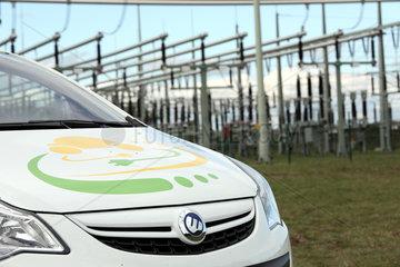 Cottbus  Deutschland  Elektroauto CETOS vor einem Umspannwerk