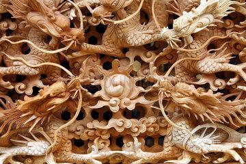 Vietnam  Holzschnitzerei mit Drachen