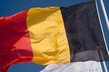 Frankreich  wehende belgische Nationalflagge