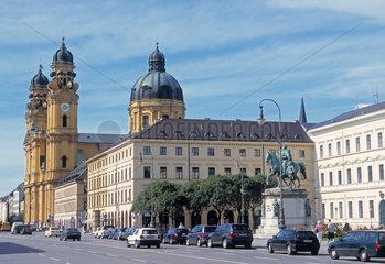 Die Theatinerkirche und Ministeriumsbauten in Muenchen