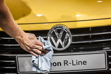 IAA 2017 Volkswagen Aerton R - Line