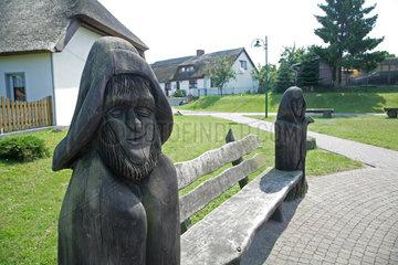 Zempin  Deutschland  Holzskulpturen auf dem Dorfplatz