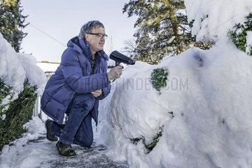 Schnee beseitigen mit dem Foen  Humor