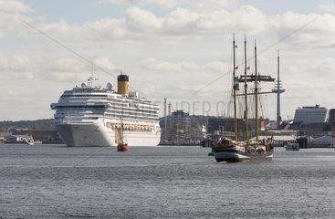 Kiel  Deutschland  Costa Pacifica beim Auslaufen aus der Kieler Foerde