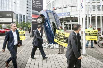 IAA 2017  Greenpeace Aktion Burnout