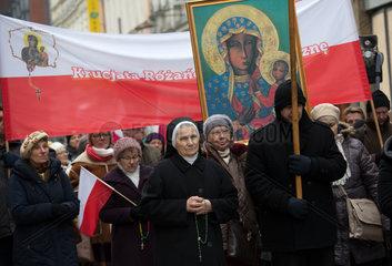Polen  Poznan - Aufmarsch nationalkatholischer Christen unter dem Motto Rosenkranz-Kreuzzug fuer die Heimat