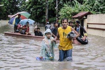 Evakuierung und Rettung von Flutopfern im Stadtteil Kawitt Cavite nach Taifun Maring