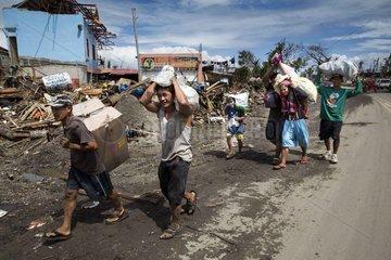 Klimafluechtlinge beim Taifun Haiyan Yolanda