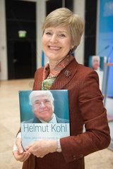 Berlin  Deutschland  Friede Springer mit dem Buch: Helmut Kohl. Meine Jahre als Kanzler. Meine Jahre mit dem Kanzler der Einheit