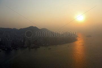 Hong Kong  China  Sonnenuntergang ueber Hong Kong Island