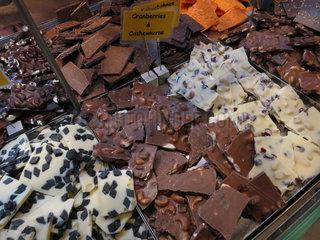 Eckernfoerde  Deutschland  Bruch-Schokolade in der Bonbonkocherei Eckernfoerde