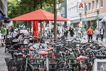 Fahrradstadt Muenster - abgestellte Fahrraeder