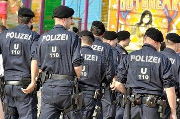 Polizeigruppe auf der Donauinsel
