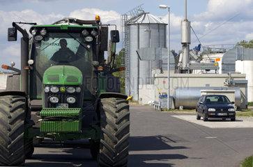 Traktor mit Guellewagen