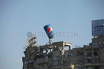 Pepsi-Werbung auf einem Dach in Bukarest