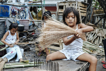 Kinderarbeit in Besenfabriken