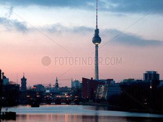 Berlin  Panorama mit Fernsehturm und Spree