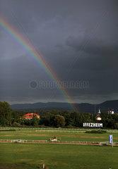 Iffezheim  Deutschland  Regenbogen ueber der Galopprennbahn