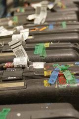 Symbolfoto Koffer auf dem Flughafen Zuerich Klothen