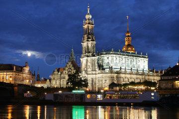 Dresden  Die Hofkirche bei Nacht
