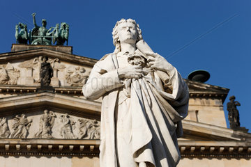 Berlin  Deutschland  Konzerthaus und Statue von Friedrich Schiller