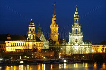 Die angestrahlte Dresdner Altstadt bei Nacht  Dresden
