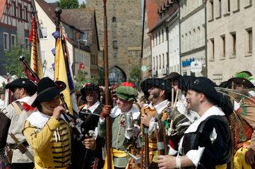 Altdorf  Deutschland  verkleidete Schausteller bei den mittelalterliche Wallenstein-Festspielen