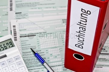 Ordner mit Buchhaltungsunterlagen
