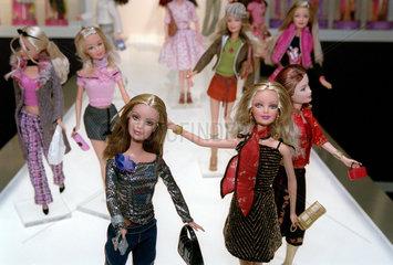 Nuernberg  Spielwarenmesse - Mattel zeigt neue Barbie Puppen