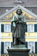 Bonn  Deutschland  Beethovendenkmal auf dem Muensterplatz