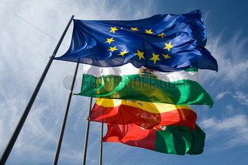 Granada  Spanien  Flaggen der Europaeischen Union  Spanien  Andalusien und Granada