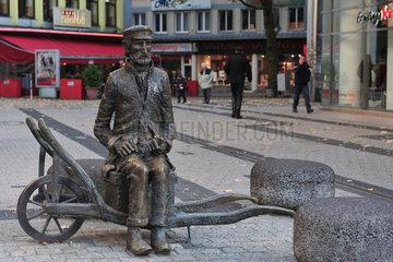 Wuppertal  Deutschland  Denkmal des Wuppertaler Originals Zuckerfritz