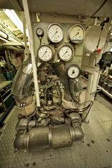 Hamburg  Deutschland  Motor im Maschinenraum des Schiffes John T. Essberger