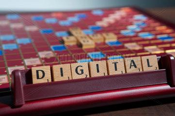 Hamburg  Deutschland  Scrabble-Buchstaben bilden das Wort DIGITAL