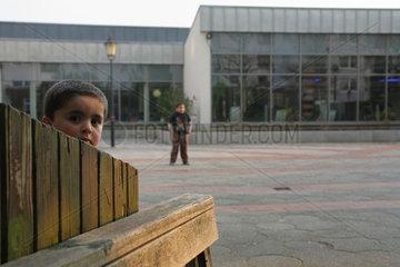 Bremen  Deutschland  Kinder aus einer Migrantenfamilie in der Siedlung Tenever
