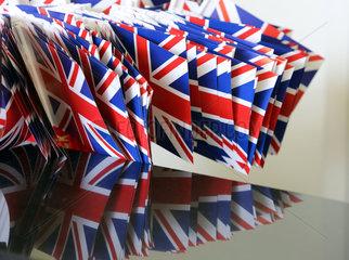 Ascot  Grossbritannien  Nationalfahnen des Vereinigten Koenigreichs Grossbritannien und Nordirland