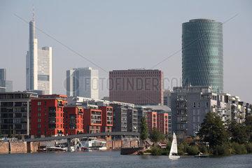 Frankfurt am Main  Deutschland  Wohngebaeude  Westhafen Tower und Hochhaeuser
