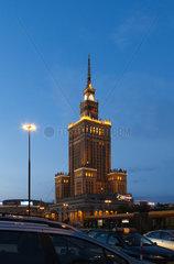 Warschau  Polen  der Kulturpalast am Abend