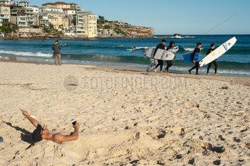 Sydney  Australien  Menschen am Bondi Beach