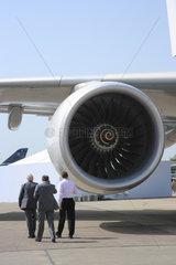 Berlin  Deutschland  Turbine am Fluegel des Airbus A380
