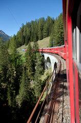 Preda  Schweiz  Blick aus einem Zug der Rhaetischen Bahn