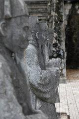 Hue  Vietnam  Weg der Seelen auf dem Gelaende des Kaisergrabs von Minh Mang