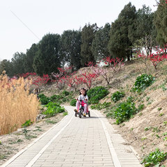 (Beijingcandid)CHINA-BEIJING-SPRING-PEOPLE (CN)