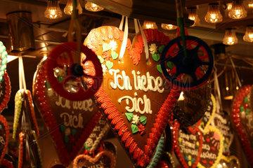 Bremen  Deutschland  Lebkuchenherzen auf dem Bremer Freimarkt