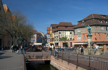 Colmar  Place dAncienne Douane mit Brunnen Fontaine Schwendi