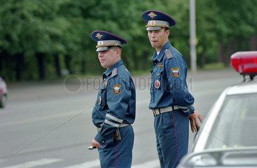 Zwei Russische Verkehrspolizisten  Kaliningrad  Russland